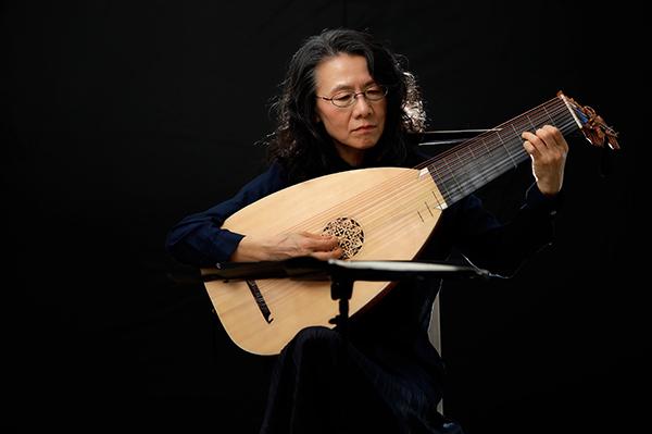 リュート奏者の女性